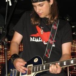 Edu: Guitarra y Voz