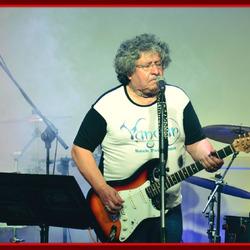 Cacho Capoz 2da Guitarra y Voz de VANDAR