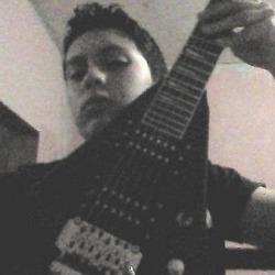 zergio con la guitarra de zamuel xp